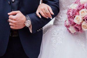 Какво трябва да бъде посочено в сватбените покани?